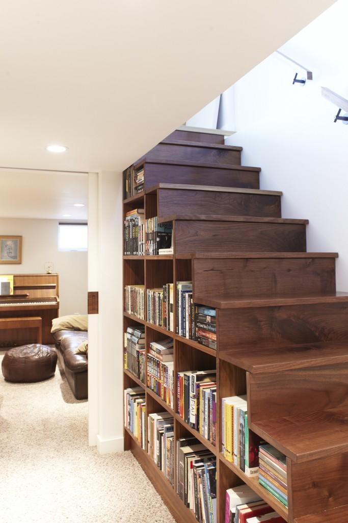 階段下本棚
